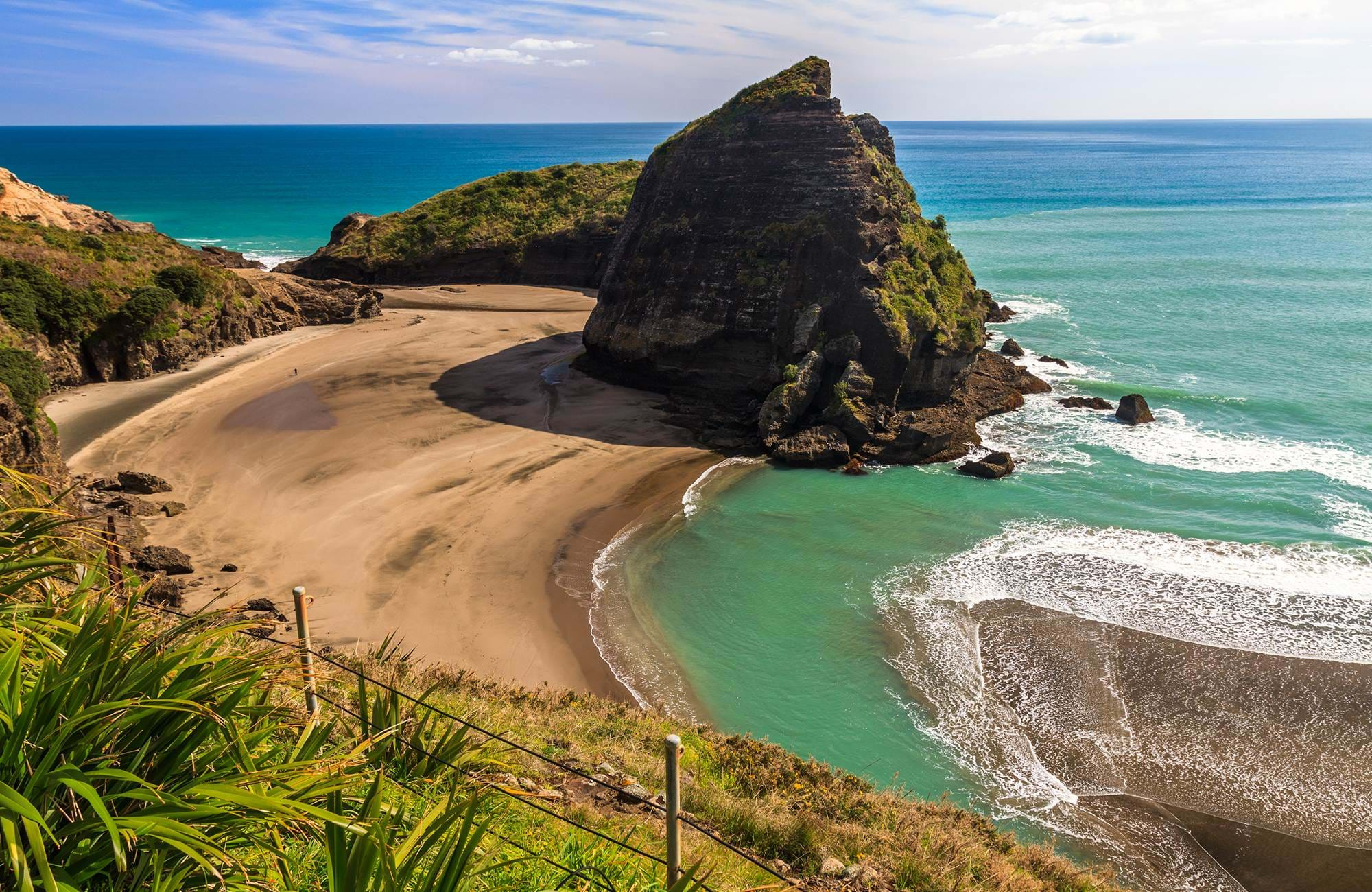 Fristende reiser for 2020 - Se black sand beaches i New Zealand med KILROY