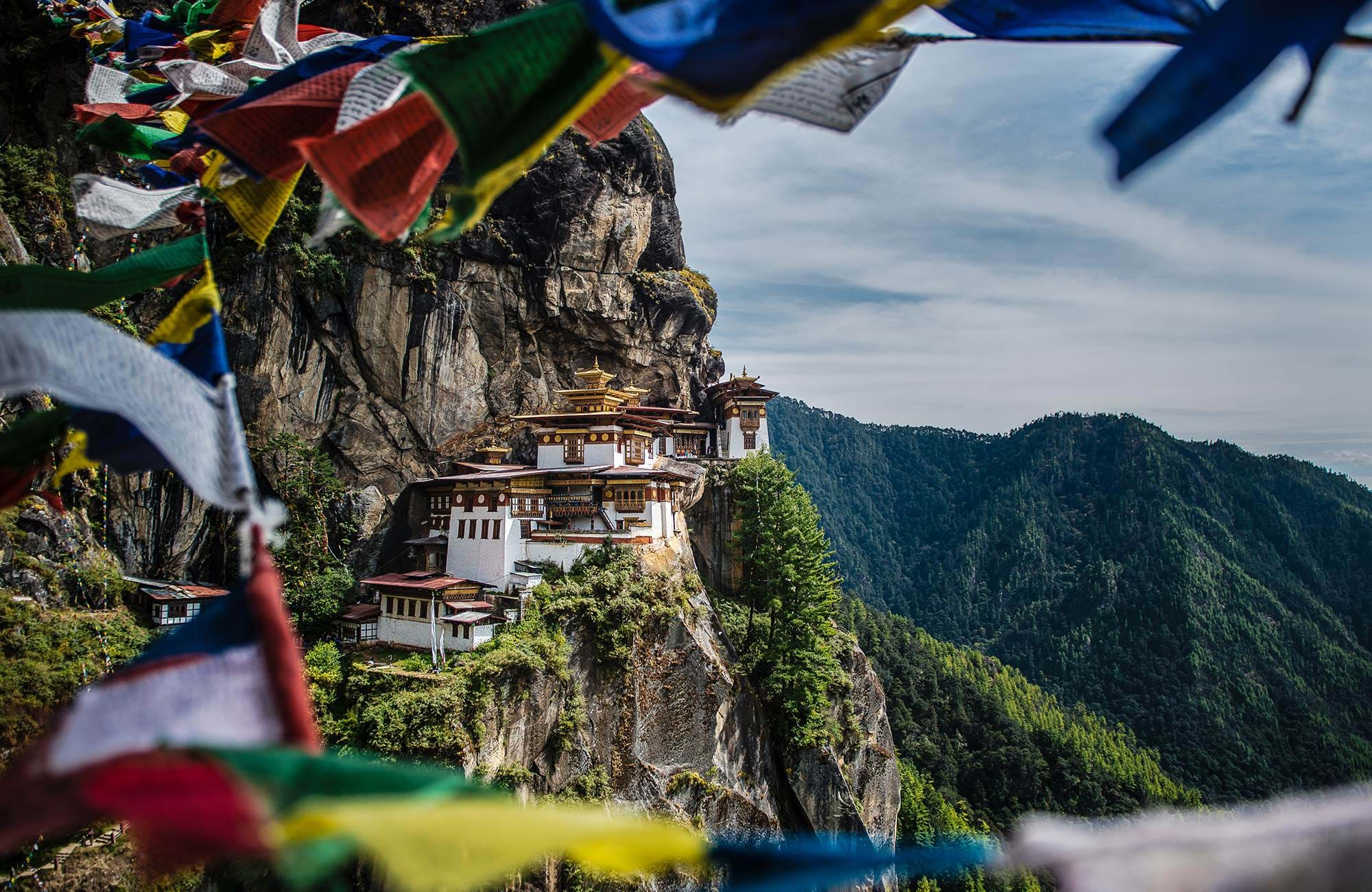 bhutan-tigers-nest-temple-flags