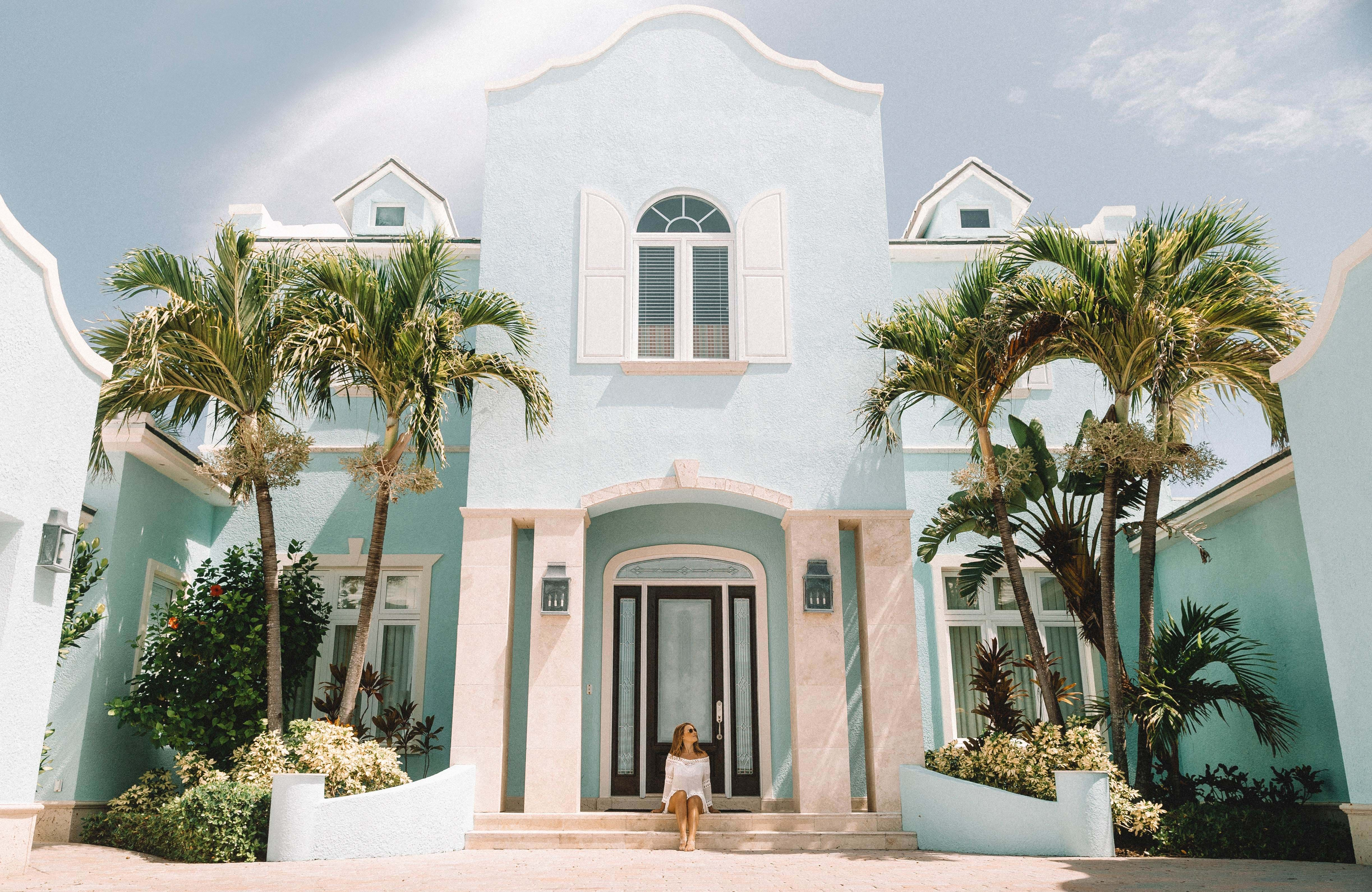 bahamas-beautifulbuilding-woman-cover