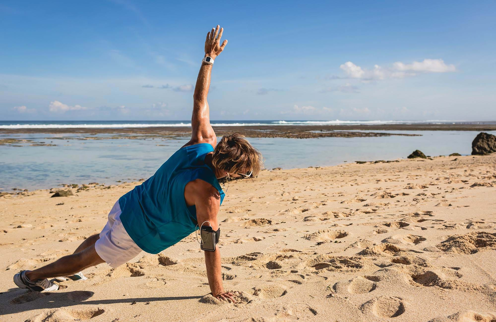 fitness-bali-indonesia-side-plank-on-beach