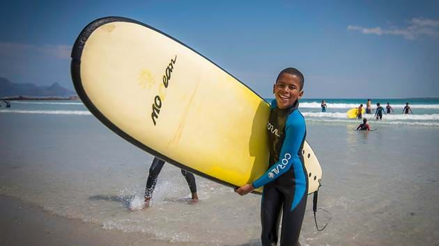 surf4change-boy-with-surfboard-1280x720